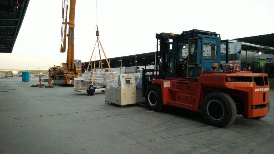 dich-vụ-rút-hàng-hóa-máy-móc-container
